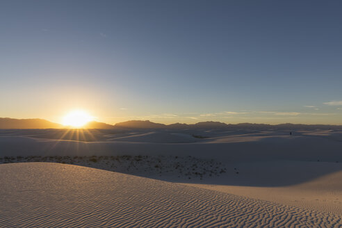 USA, New Mexico, Chihuahua Desert, White Sands National Monument, landscape at sunrise - FOF09197