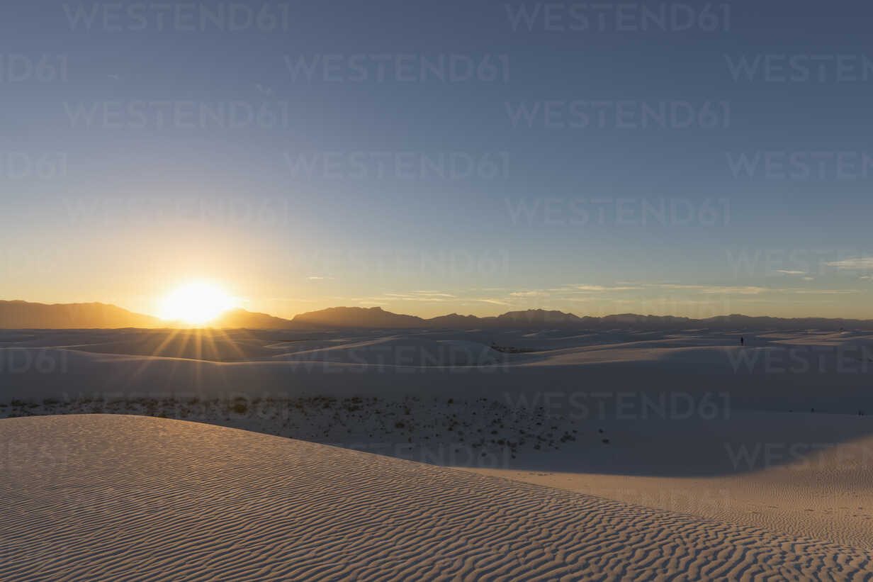 USA, New Mexico, Chihuahua Desert, White Sands National Monument, landscape at sunrise - FOF09197 - Fotofeeling/Westend61