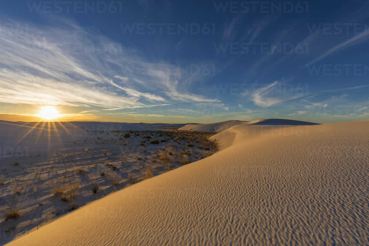 USA, New Mexico, Chihuahua Desert, White Sands National Monument, landscape at sunrise - FOF09200 - Fotofeeling/Westend61