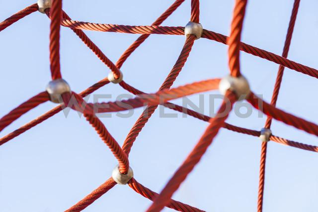 Red climbing net - WDF03993 - Werner Dieterich/Westend61