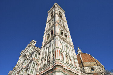 Italy, Florence, view to Campanile di Giotto and Basilica di Santa Maria del Fiore from below - LOMF00547