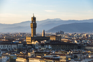 Italy, Florence, cityscape with Palazzo Vecchio at sunset - LOMF00556