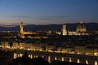Italy, Florence, cityscape with Palazzo Vecchio and Basilica di Santa Maria del Fiore at dusk - LOMF00559