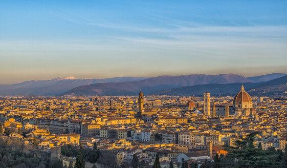 Italy, Florence, cityscape with Palazzo Vecchio and Basilica di Santa Maria del Fiore at sunrise - LOMF00562