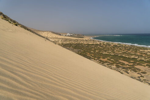 Spain, Canary Islands, Fuerteventura, Jandia Natural Park, beach and dunes of Playa de Sotavento - PCF00345