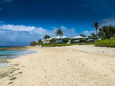 Caribbean, Cayman Islands, George Town, Luxury villas at Seven Mile Beach - AMF05370