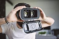 Man wearing virtual reality glasses - RAEF01839
