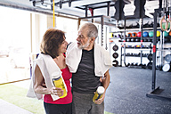 Fit senior couple in gym taking a break - HAPF01461