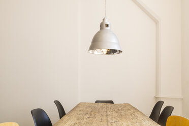 Conference table and ceiling light in a loft - TCF05366