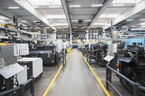 Machines on factory shop floor - DIGF01802