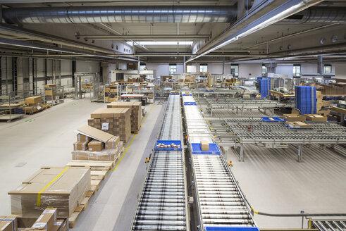 Conveyor belt in factory shop floor - DIGF01814