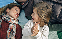 Happy girl with her family on blanket clapping hands - DAPF00701