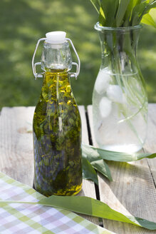 Swing top bottle of chopped ramson in olive oil - YFF00662