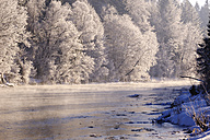 Germany, Bavaria, Geretsried, Isar, winter morning - SIEF07404