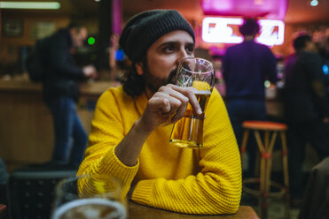 Man with glass of beer in a pub - KIJF01401