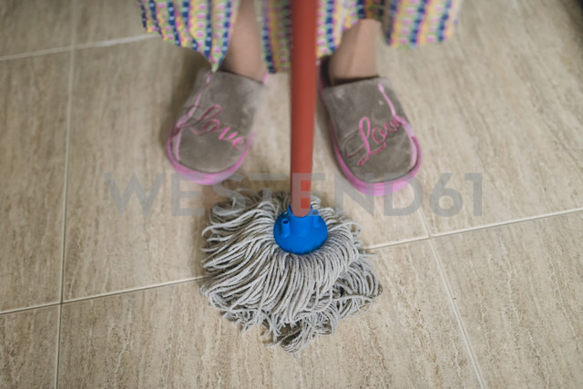 Feet of senior woman with cleaning mop - RAEF01863