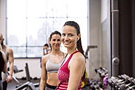 Young women in gym smiling confidently - HAPF01581