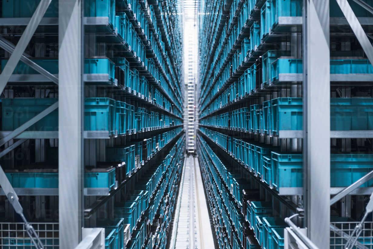 Modern automatized high rack warehouse - DIGF02325 - Daniel Ingold/Westend61