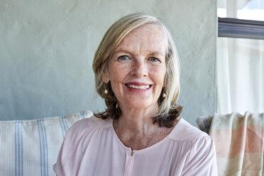 Portrait of smiling senior woman - SRYF00340