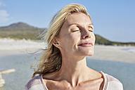 840489ortrait of a mature woman enjoying the sun - SRYF00400