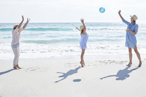 Family playing ball at the sea - SRYF00409
