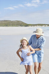 Mother and daughter having fun in the beach - SRYF00415