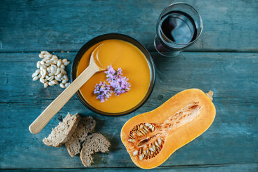 Bowl of creamed pumpkin soup - KIJF01430