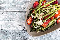 Salad of green asparagus, strawberries and parmesan - SARF03321