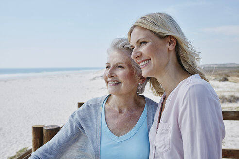 Smiling senior woman with adult daughter on the beach - RORF00756