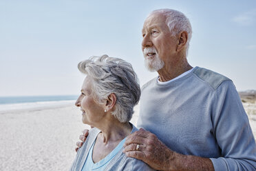 Senior couple on the beach - RORF00759