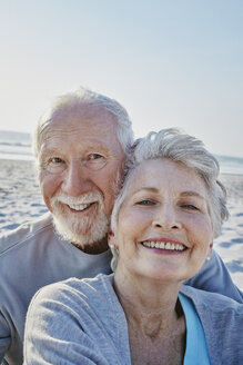 Portrait of smiling senior couple on the beach - RORF00801