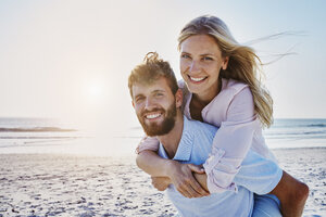 Portrait of happy couple on the beach - RORF00804