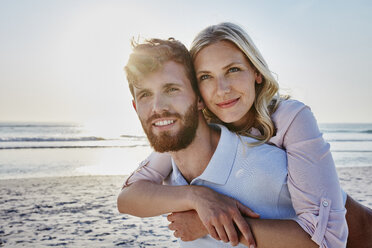 Portrait of happy couple on the beach - RORF00810