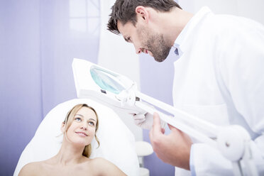 Aesthetic surgery, doctor talking to woman - WESTF22967