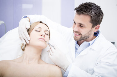 Aesthetic surgery, woman receiving injection into lip - WESTF22970