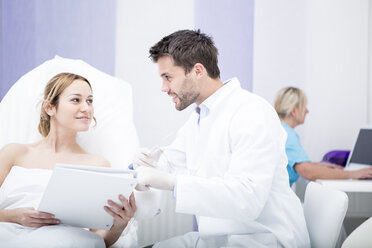 Aesthetic surgery, doctor talking to woman - WESTF22979