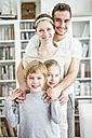 Portrait of active family at home - WESTF23027
