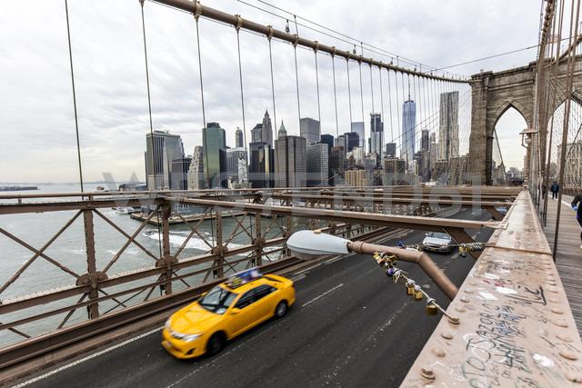 USA, New York City, traffic on Brooklyn Bridge - DAWF00546