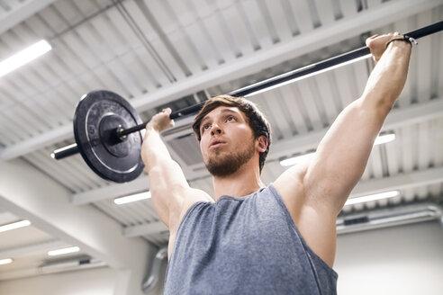 Young man lifting barbell - HAPF01629