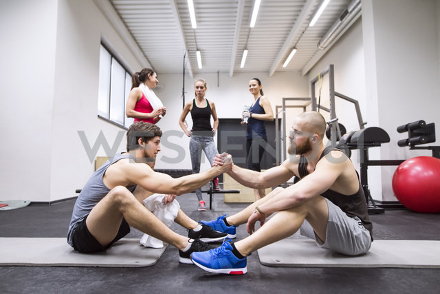 Athletes having a break from exercising in gym - HAPF01638