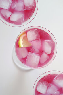 Glasses of cocktail 'Pink Flamingo' with icecubes and lemon slice - HSTF00050