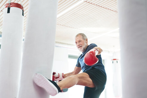 Fit senior man in boxing gloves fighting - HAPF01674