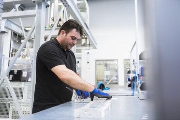 Man working in factory shop floor - DIGF02392