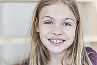 Portrait of smiling blond girl - TCF05391