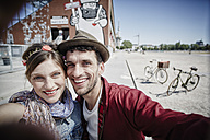 Germany, Hamburg, St. Pauli, Couple taking selfie - RORF00815