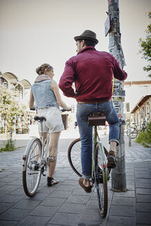 Germany, Hamburg, St. Pauli, Couple exploring the city on their bicycles - RORF00830