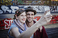 Germany, Hamburg, St. Pauli, Couple taking selfie - RORF00833