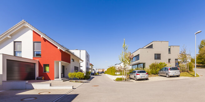 Modern housing area with one-family houses - WDF04009