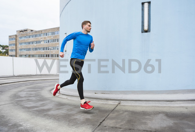 Young man running in the city - DIGF02410