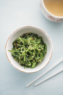 Wakame seaweed salad with sesame and green tea - IPF00373